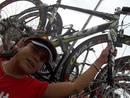 con la bici dampeona de la vuelta