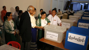 Ver vídeo  'En Birmania, hay 160 observadores internacionales'