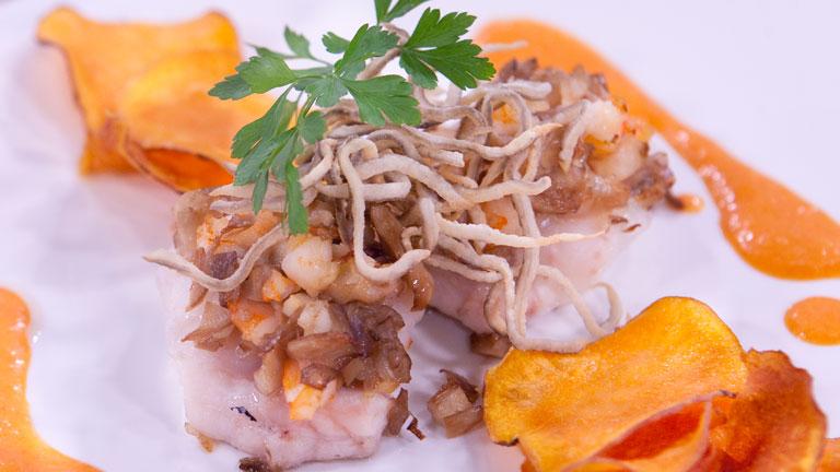 Saber cocinar - Bocaditos de mar con crema de pimiento