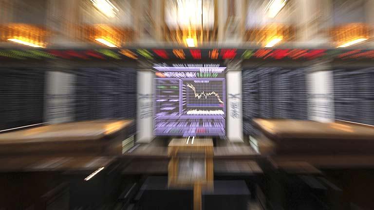 La Bolsa acaba una semana negra con ligeras ganancias y la prima se relaja