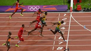 Ver vídeo  'Bolt asombra en todos los idiomas'