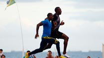 Ir al Video Bolt, en Copacabana poniendo a punto Río 2016