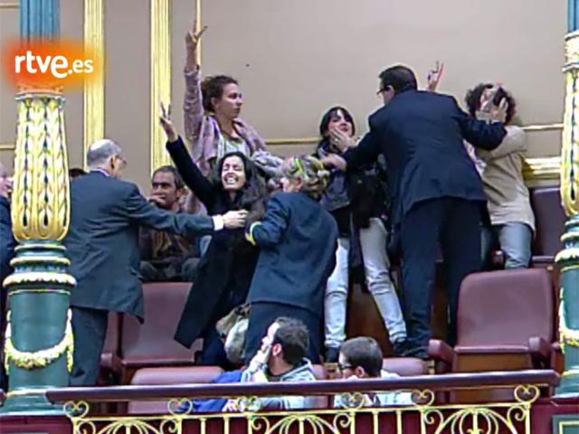 Ver v?deo  'Bono expulsa de la tribuna del Congreso a activistas pro saharauis'