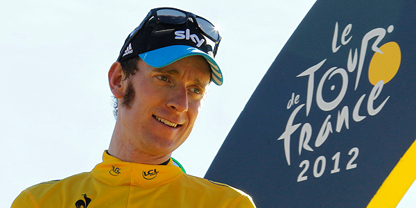 Bradley Wiggins en el podio de Par&iacute;s.