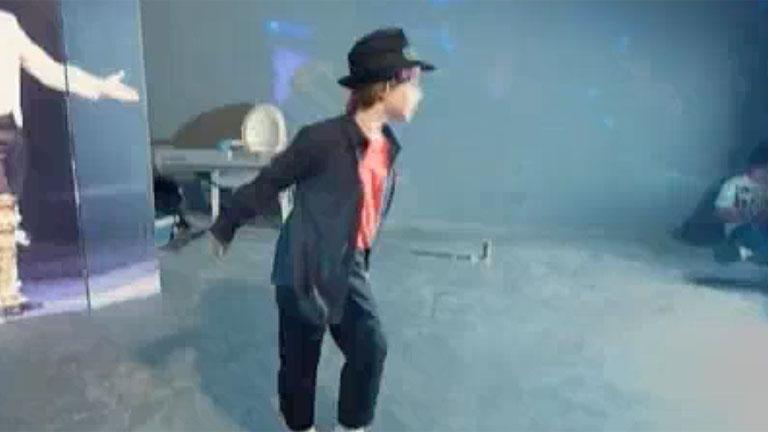 Brian Miranda, imitando a Michael Jackson
