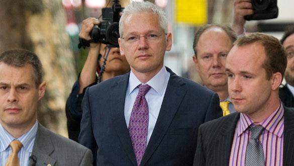 Assange, a su entrada en el tribunal en la segunda sesión de su apelación.