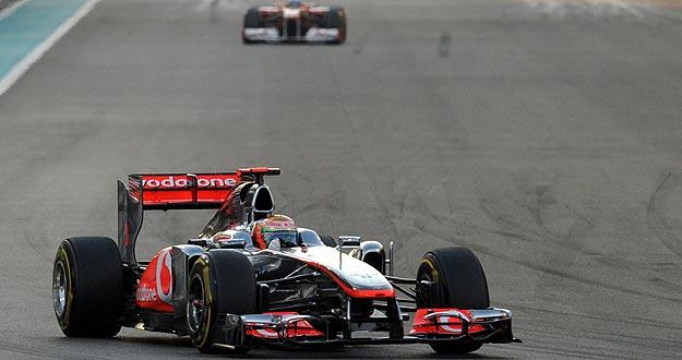 El británico de McLaren-Mercedes', Lewis Hamilton, se ha hecho con el GP de Abu Dabi con Alonso detrás a 8 segundos.