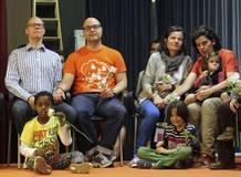 Dos parejas de gays y lesbianas durante el II Encuentro Europeo de LGBT en Lloret de Mar
