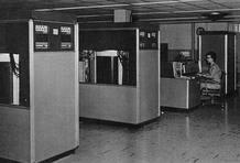 El IBM 305 RAMAC, el primer disco duro de la historia, con 5 megas de capacidad de almacenamiento