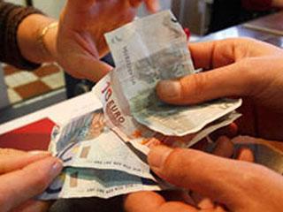 Ver vídeo  'Bruselas pospone la prohibición a las agencias de calificar la deuda de países rescatados'