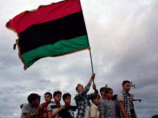 Ver vídeo  'El cadáver de Gadafi trofeo de los rebeldes libios'