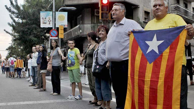 La cadena humana catalana hace visibles las reclamaciones de independencia