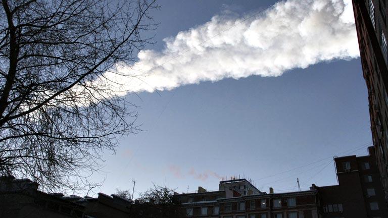 Heridas casi 500 personas por la caída de un meteorito en los montes Urales