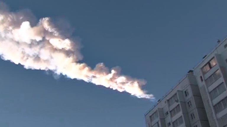 Heridas más de 100 personas por la caída de un meteorito en los montes Urales