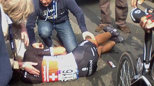 Ver vídeo  'Caída de Cancellara en el Tour de Flandes'