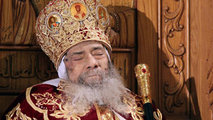 Ver v&iacute;deo  'El Cairo llora la muerte del Papa Shenuda III, patriarca de la iglesia copta y l&iacute;der espiritual'