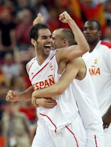 Calderón celebra el pase de España a la final olímpica.