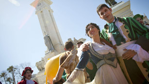 Ver vídeo  'Las calles de Cádiz han vivido todo el ambiente de la fiesta de la Constitución'