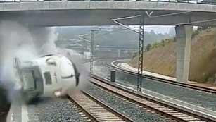 Ver vídeo  'Así descarriló el tren de Santiago de Compostela'