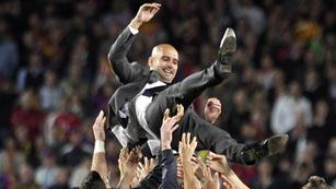 El Camp Nou despide a lo grande a Guardiola