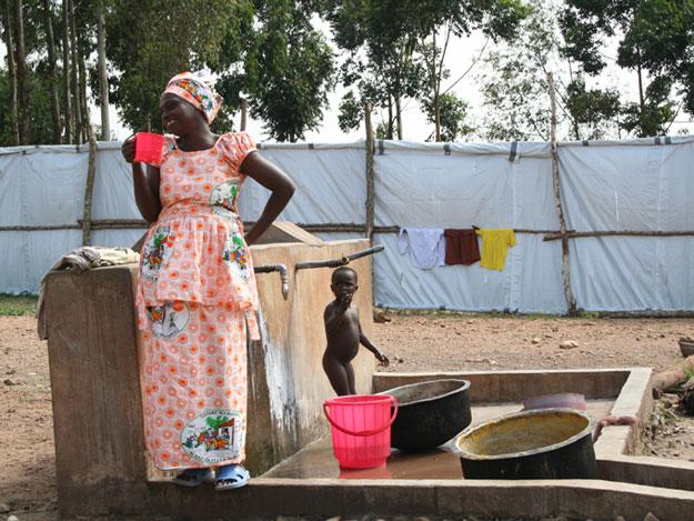 'Campo de tránsito' en Burundi, por donde pasan cientos de expulsados de Tanzania