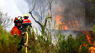 Ver vídeo  'Canarias autoriza la vuelta a sus hogares de parte de los vecinos afectados por los incendios'