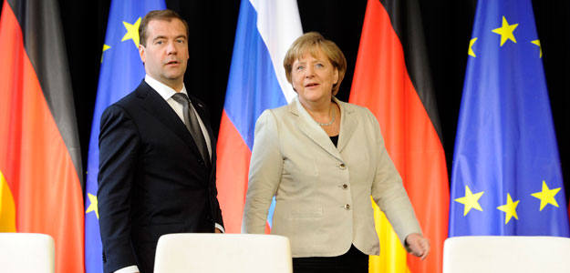 La canciller alemana Angela Merkel, comparece ante los medios junto al presidente de Rusia, Dmitry Medvedev, este martes, en la ciudad alemana de Hanover.