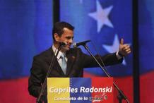 El candidato de la oposición venezolana, Henrique Capriles, en la confirmación oficial de su nombramiento