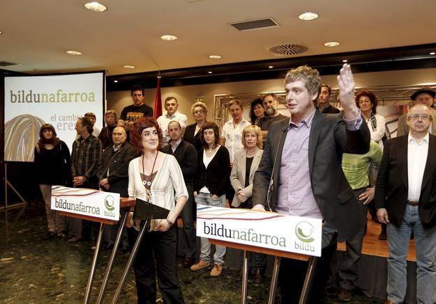 Los candidatos al Parlamento de Navarra, Bakartxo Ruiz (2ª en la lista), y Maiorga Ramirez (1º en la lista), por la coalición soberanista Bildu