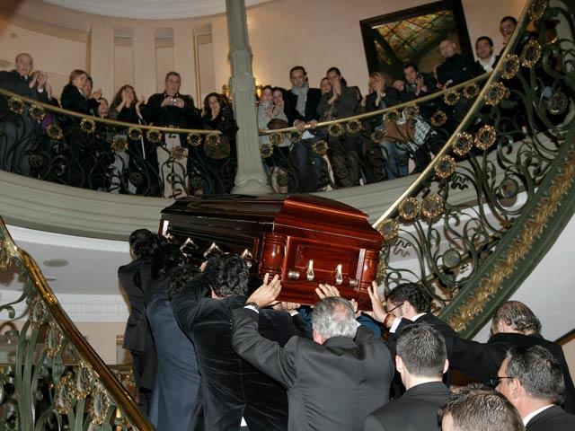 Cientos de personas rinden su último homenaje al maestro Enrique Morente