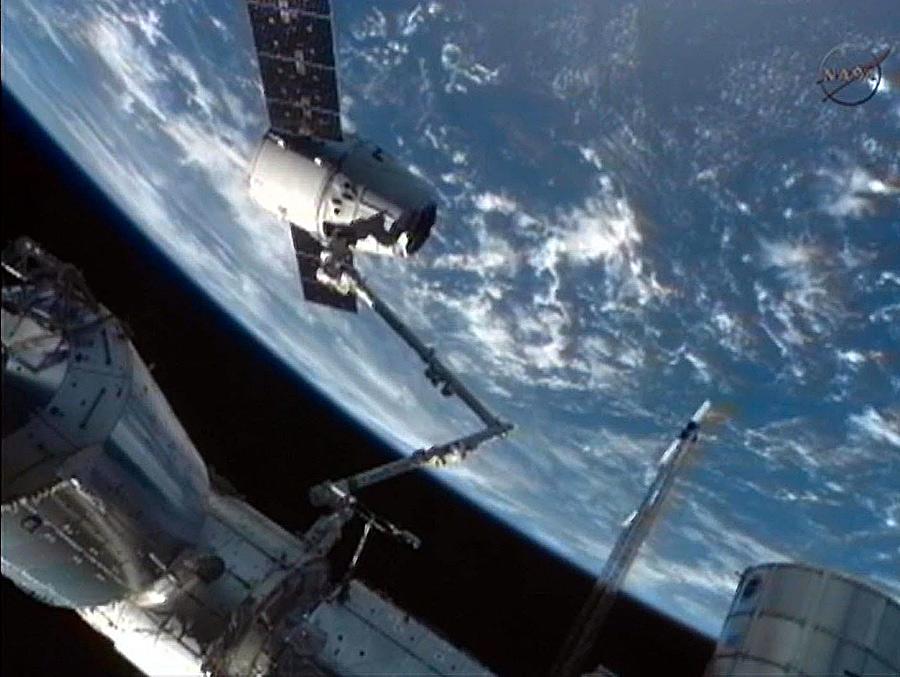 La cápsula Dragon llega a la Estación Espacial Internacional