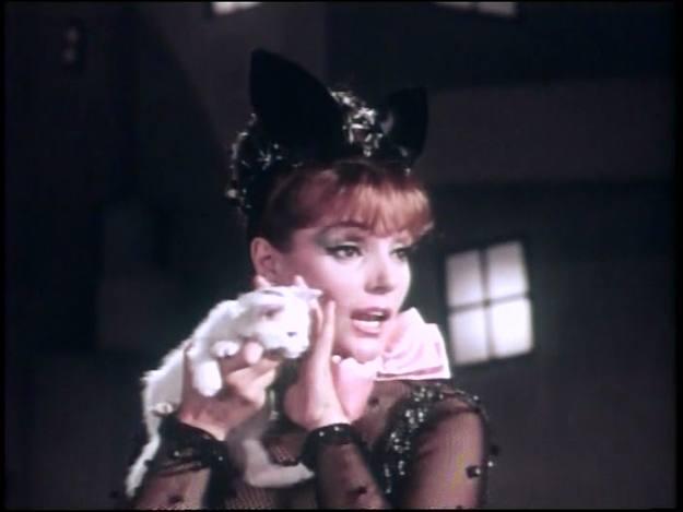 Carmen Sevilla en una secuencia prohibida de 'La guerrillera de Villa' (1967).