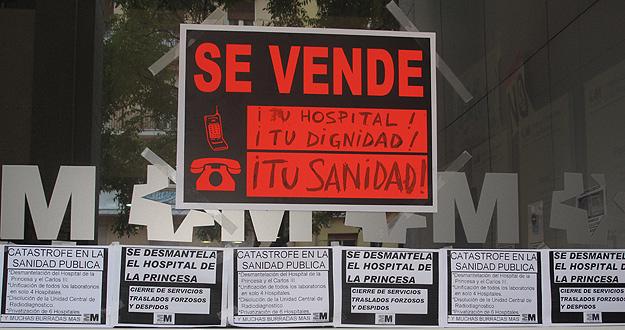 Los hospitales madrile os en pie de guerra contra la for Cartel puerta