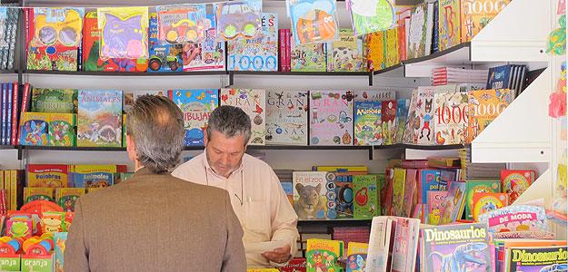 Una de las casetas dedicadas a literatura infantil