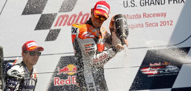 Casey Stoner celebra su triunfo en Laguna Seca junto a Jorge Lorenzo