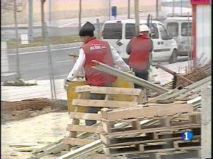 Ver vídeo  'Casi el 14% de la población activa de España está en paro'