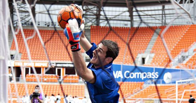 Imagen del portero del Real Madrid, Iker Casillas, durante una exhibición en Houston.