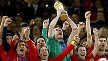 Casillas levantó la Copa Mundial de la FIFA en 2010