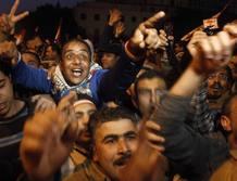 Manifestantes en la plaza Tahrir celebran el anuncio de la dimisión de Mubarak