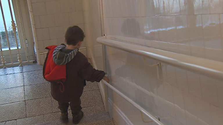En España, 35.000 niños viven tutelados por el Estado