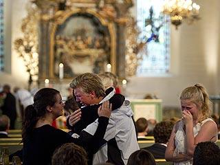 Ver vídeo  'Ceremonia en memoria de las víctimas de Noruega'