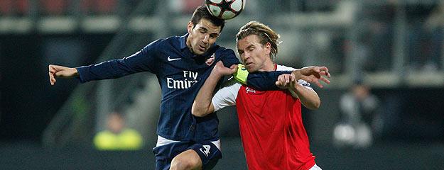 Cesc Fábregas intentará guiar a su equipo hacia la siguiente fase de la Liga de Campeones.