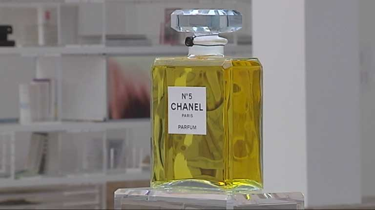 Par&iacute;s acoge una exposici&oacute;n sobre el famoso perfume Channel n&uacute;mero 5