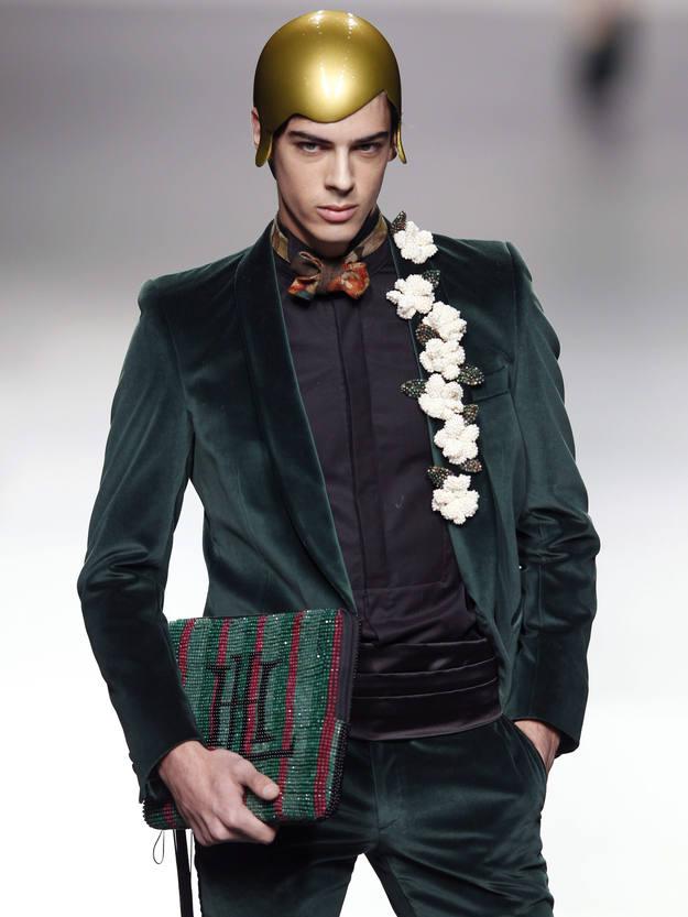 Chaquetas y sastres para chico con pieles teñidas de verde puñeta a juego con una estolas-señora