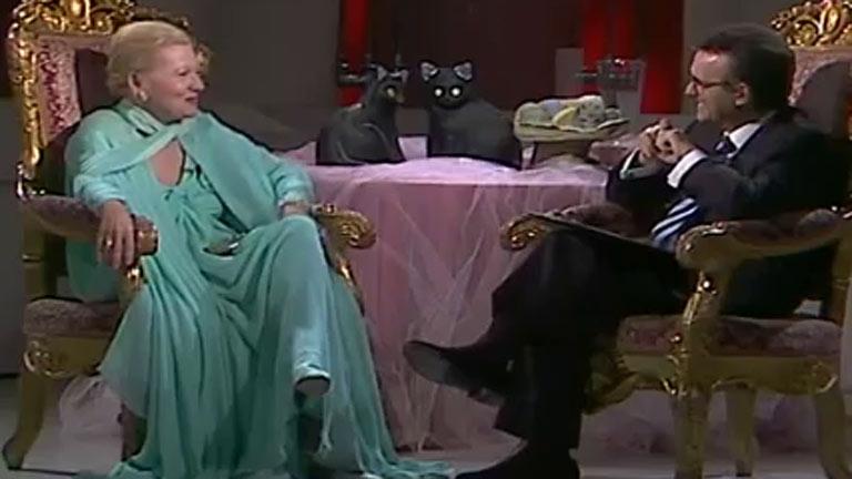 Más estrellas que en el cielo - Charo López y Joan Fontaine