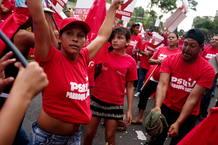CHÁVEZ ENCABEZA CARAVANA MULTITUDINARIA POR CARACAS ANTES DE VIAJAR A CUBA