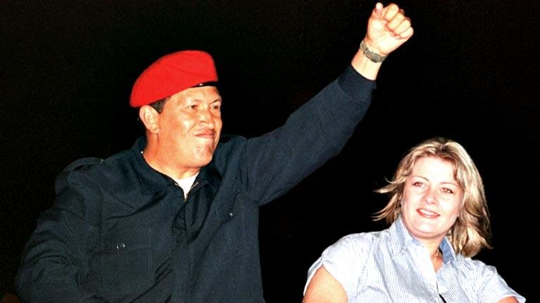 Chávez, reelegido tras aprobarse la nueva Constitución