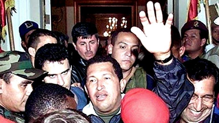 Chávez sobrevive a un golpe de estado en 2002