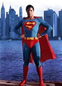 Christopher Reeve, el Superman perfecto, en uno de los carteles promocionales de la película de 1976
