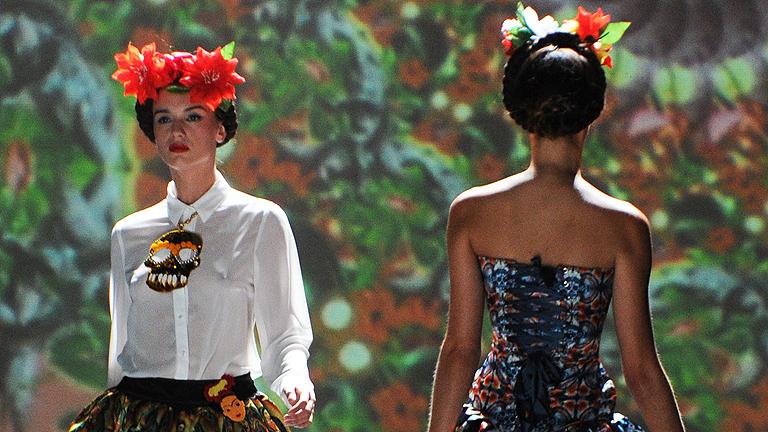 Cibeles: Ion Fiz, del sofá al armario; Maya Hansen, Tropical Punk